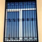 rol-i-naznachenie-metallicheskix-reshetok-na-okna